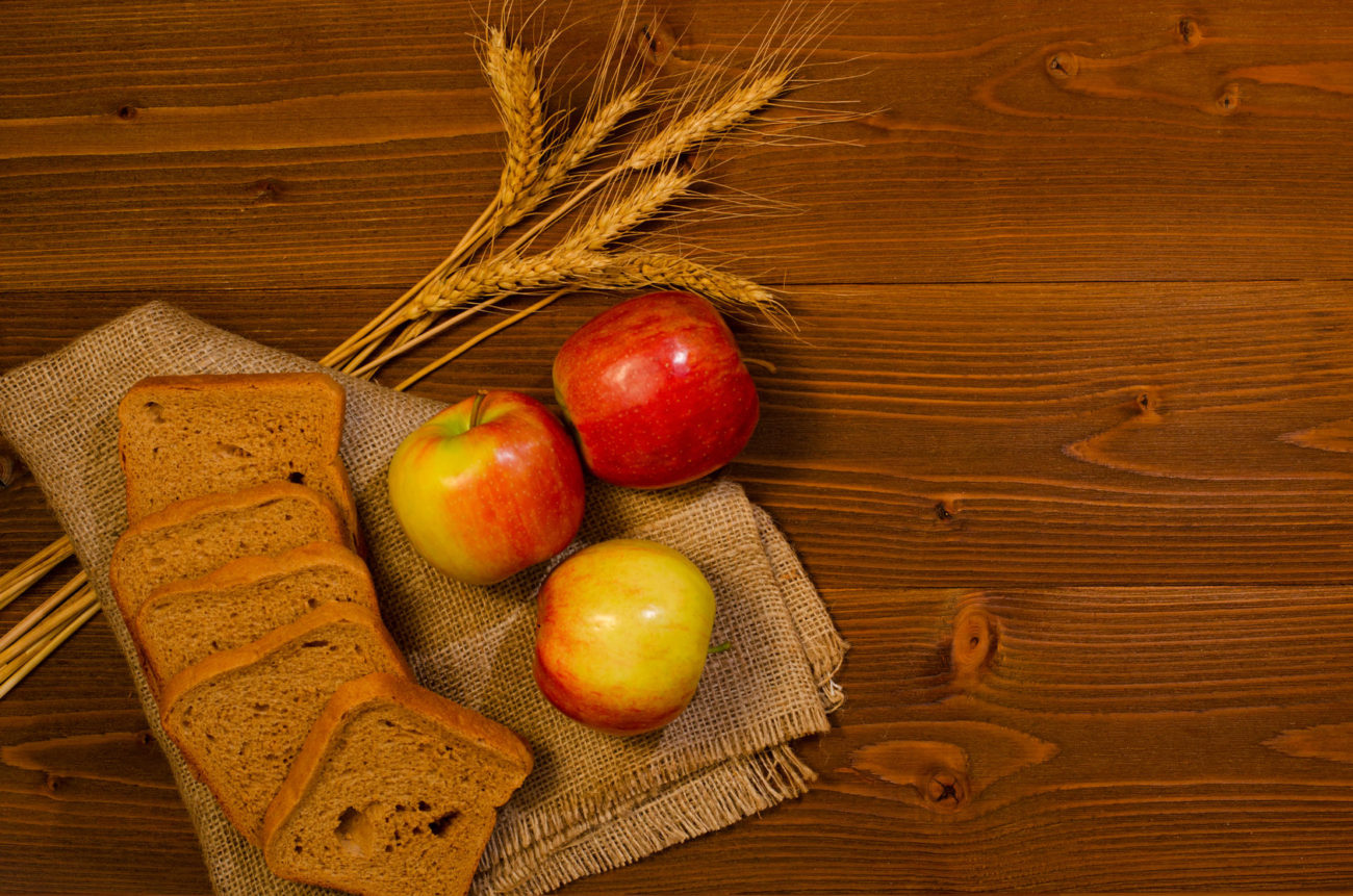 Apples, barley, barley bread